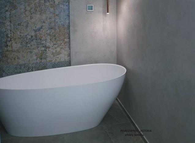 Tynki dekoracyjne w łazience – Beton czy Trawertyn?