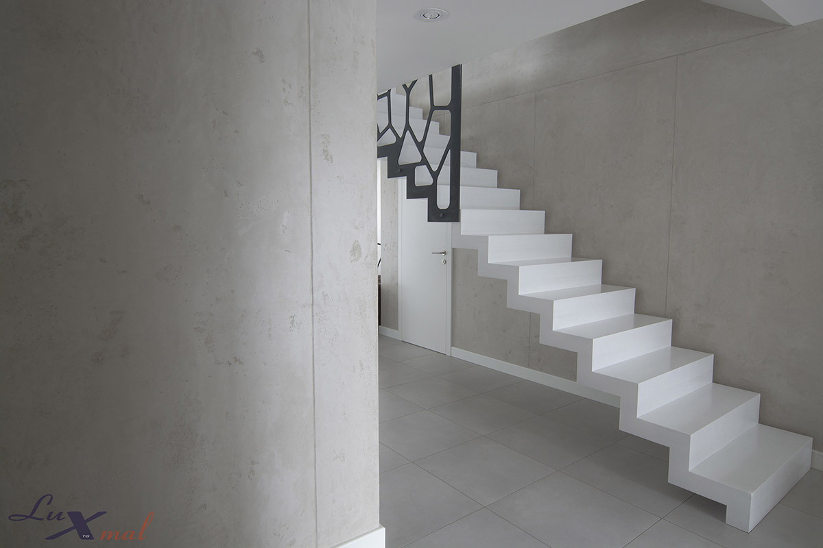 Jaki tynk na klatkę schodową?